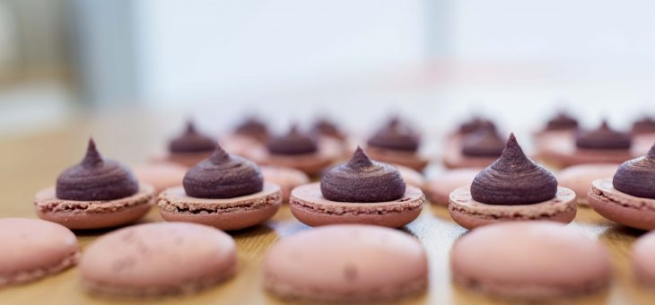 Macarons chocolat au lait praliné